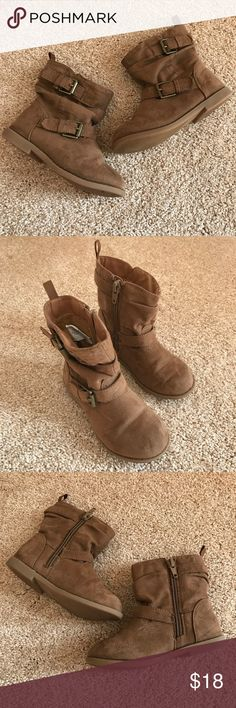 Old Navy slouchy tan zip up buckle booties size 8 Old Navy slouchy tan zip up buckle booties size 8 Old Navy Shoes Boots