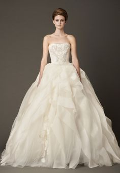 Tips for finding the perfect designer wedding dress while on a tight budget. #designerweddingdress #weddingbudget
