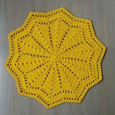 Sousplat em barroco amarelo 37 cm de diâmetro.    Valor e tempo de produção referentes a uma unidade.    Tempo para produzir 6 peças, 6 dias úteis.