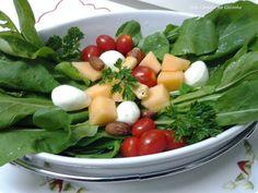 Salada Delícia de Rúcula http://www.anaclaudianacozinha.com/2013/04/salada-de-rucula-delicia-e-resultado-do.html