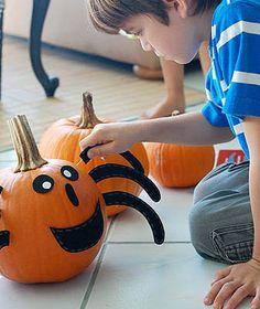 felt and toothpicks to decorate pumpkins Love Holidays, Holidays And Events, Halloween Pumpkins, Halloween Decorations, Halloween Ideas, Halloween Activities, Halloween 2018, Outdoor Play, Pumpkin Carving