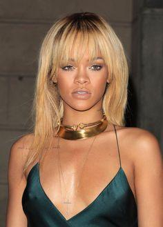 Rihanna blonde hair gold statement necklace green dress