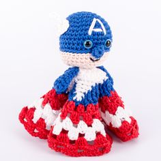 Captain America Snuggle - Free Amigurumi Crochet Pattern - English Version here: http://www.dendennis.nl/patronen/free-patterns-english/free-pattern-captain-america-snuggle.html