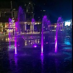 Piazza Gae Aulenti   #milano#milan#piazzagaeaulenti#milanodavedere#colors#violet#fontana#design#moderncity#bigcitylife#architettura by enerionailag