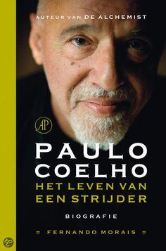PAULO COELHO - Fernando Morais - Het leven van een strijder. Paulo Coelho's levensverhaal, dat in 1947 in Rio de Janeiro start, leest als een roman. De bevalling was zo zwaar dat men lange tijd over hem sprak als 'de jongen die meer dood dan levend geboren werd, maar tegen alle verwachtingen in toch overleefde'. Fernando Morais beschrijft in deze biografie de zeer verschillende periodes.