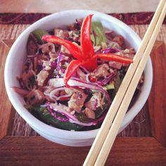Lótus - Salada de macarrão de arroz com agrião, hortaliças, tirinhas de frango e gergelim. @Marakuthai @RenataVanzetto
