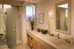Vanília és bézs fürdőszoba zuhanyfülkével