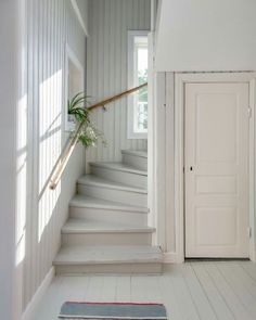 cosy painted and paneled staircase = cottage classic Cottage Stairs, House Stairs, Painted Stairs, Painted Staircases, Painted Wood Floors, Coastal Living Rooms, Swedish House, Interior Design Living Room, My Dream Home