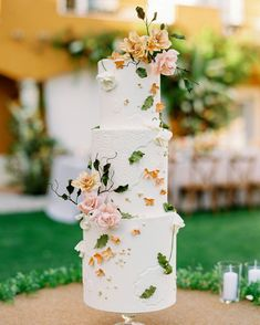 Floral Wedding Cakes Beautiful cake—I love the mix of modern, clean and simple with the flowers for a more wild and natural feel - When Bright Color and Whimsy Define Your Wedding Day Style Wedding Cake Fresh Flowers, Summer Wedding Cakes, Floral Wedding Cakes, Summer Wedding Colors, Wedding Cake Rustic, Amazing Wedding Cakes, Cake Wedding, Whimsical Wedding Inspiration, Wedding Cake Toppers