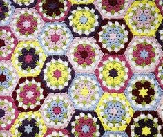 Crocheted Flower Hexagon Blanket (Free Pattern) - Craftfoxes | This would make a great DIY Christmas gift, wouldn't it?