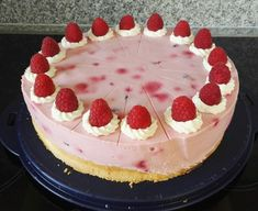Super schnelle Himbeertorte Super fast raspberry cake, a good recipe from the category pies. Ratings: Average: Ø Easy Cake Recipes, Easy Desserts, Cookie Recipes, Dessert Recipes, Healthy Recipes, Raspberry Desserts, Raspberry Cake, Raspberry Cheesecake, Torte Au Chocolat