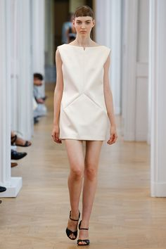 Courrèges Spring 2017 Ready-to-Wear Fashion Show Summer Fashion Outfits, Fashion Week, Spring Summer Fashion, Fashion Show, Paris Fashion, Textiles, Simple Dresses, Dresses For Work, Fashion Details