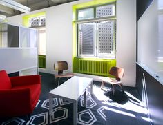 In interior design firm Design Blitz designed a new office for online real estate giant Zillow in San Francisco, California. Site Office, Green Accents, Lounge Areas, Design Firms, Colorful Decor, Office Decor, The Help, Interior Design, Furniture