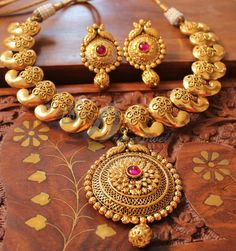 AWESOME ANTIQUE PINK  MANGO DESIGNER NECKLACE SET-DJ01633