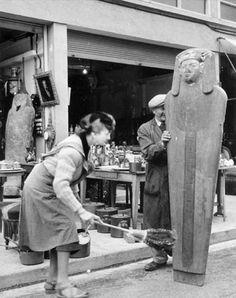 Robert Doisneau // Mummy, Saint Ouen, 1945.