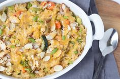 This easy brown rice and veggie casserole is made entirely from freezer and pantry staples! It's a quick and healthy vegetarian recipe for a busy weeknight! Healthy Meals For Kids, Healthy Soup, Healthy Dinner Recipes, Vegetarian Recipes, Crockpot Breakfast Casserole, Vegetable Casserole, Easy Vegan Dinner, Cheesy Recipes, Healthy Appetizers