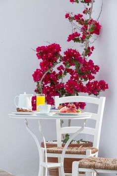 I like the white and natural with hot pink flowers // Breakfast in Mykonos, Greece Mykonos Grecia, Santorini, Mykonos Island, Beautiful Islands, Beautiful Places, Greece Islands, Breakfast In Bed, Favorite Holiday, Pink Flowers