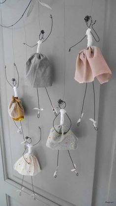 mode de boulangerie: Rozkošné baletky Astrid Lecornu - My WordPress Website How to Boulder mode: Entzückende Ballerina Astrid Lecornu # … wire dancing girls I absolutely love making these dancers. # wire # wire made dancing girls # working with wire Wire Crafts, Diy And Crafts, Crafts For Kids, Arts And Crafts, Wooden Crafts, Decor Crafts, Jewelry Crafts, Jewelry Ideas, Easy Crafts