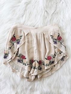 Floral Embroidered Shorts (Beige)                                                                                                                                                                                 Más