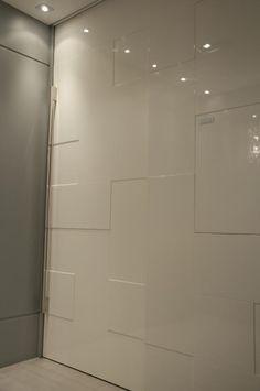 Unimoveis® Marcenaria Fina, móveis sob medida perfeitos por anos e anos: porta especial de madeira, porta pivotante, cozinha, bancada, armário, closet e peças de projeto. Av. dos Tajurás, 125 - 05670-000 - São Paulo - SP - Tel: (11) 3097-8091 Sob Medida