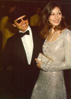 A young Anjelica Huston with Jack Nicholson the ultimate Hollywood couple Jack Nicholson, Anjelica Huston, Hollywood Couples, Celebrity Couples, Classic Hollywood, Old Hollywood, Hollywood Glamour, Hollywood Style, Cinema