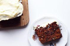 Mon gâteau préféré est sans nul doute le «carrot cake», autrement dit «gâteau à la carotte», que j'ai découvert durant mon année aux Etats-Unis. Au départ, hors de question de goûter à cette spécialité que je trouve un brin étrange, mais force d'en voir un peu partout j'ai fini par céder. Désormais, j'y suis accro (...)Lire la suiteRead more