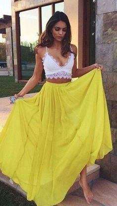 Piękna żółta spódnica
