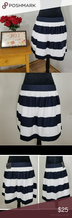 """NWT Banana Republic Striped Cotton Skirt Approx. Laid flat Measurements: Waist - 15"""" Length - 17"""" (waist to hem) In EXCELLENT CONDITION.  New with tag.  No flaws/defects. Non-smoking home. Feel free to ask.  - Fully lined - concealed side zipper on the left side  - shell- 100% cotton ; Lining-100% polyester Banana Republic Skirts"""