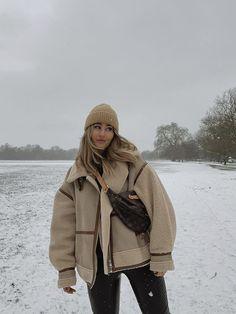 Autumn Winter Fashion, Fall Winter, Winter Style, Winter Hats, Winter Jackets, Minimal Fashion, Aesthetic Clothes, Parisian, Thrifting