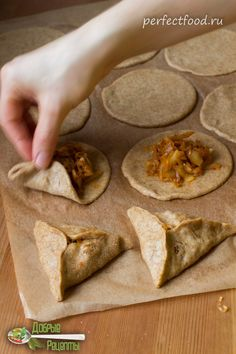 Треугольные пирожки с капустой - рецепт с фото и видео. Пирожки постные, веганские | Добрые вегетарианские рецепты с фото и видео