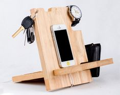 multi phone docking station,Wood Docking Station,best docking stations,best dock station,the best do Diy Phone Stand, Iphone Docking Station, Unique Gifts For Men, Men Gifts, Groom Gifts, Engraved Gifts, Personalized Gifts, Custom Gifts, Ideias Diy