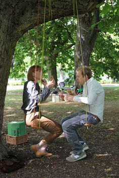 Having a cup of tea is a poetic experience in the mobile café designed for trees by Byggstudio. After the first event held in May 2012, people can go on enjoying the tree-inspired menu in other Stockholm's public gardens.