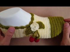 Learn to crochet very easy and comfortable cherry slippers for home. In this article, we've brought you very easy tutorial that must be very informative, simple and clear for you. Crochet Sandals, Booties Crochet, Crochet Shoes, Crochet Slippers, Crochet Scarves, Learn To Crochet, Easy Crochet, Knit Crochet, Crochet Stitches Patterns