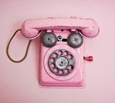 Pink Vintage telephone, this is taking it way back bebs! Don't you wish you could still have pink phones? Photo Vintage, Vintage Love, Vintage Pink, Vintage Style, Vintage Items, Pretty In Pink, Pink Love, Fuchsia, Pink Purple