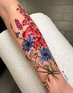 Best Pastel Color Flower Tattoos For Girls - Shake that bacon tattoo color Body Art Tattoos, Girl Tattoos, Tattoos For Women, Tattoos For Guys, Tatoos, Maori Tattoos, Rock Tattoo, Red Tattoos, Cross Tattoos