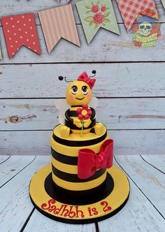 Buzzy bee cake - Cake by Karen Keaney Bee Cakes, Girl Cakes, Fondant Cakes, Cupcake Cakes, Gorgeous Cakes, Amazing Cakes, Cake Pops, Bumble Bee Cake, Specialty Cakes
