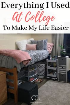 7 Genius Ways To Make Your Dorm Room Smell Amazing How to make your freshman college dorm room smell amazing. This is how I made my small space college dorm smell good all semester! College Dorm Checklist, College Dorm Organization, College Dorm Essentials, College Tips, Organizing Dorm Rooms, College Planner, College Board, Room Essentials, Diy Organization