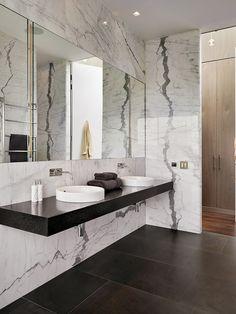 parede de mármore em banheiro