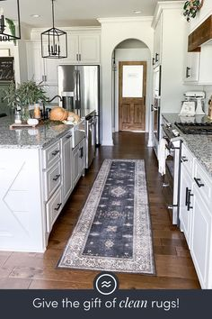 Kitchen Redo, Home Decor Kitchen, New Kitchen, Home Kitchens, Kitchen Backsplash, Backsplash Ideas, Kitchen Cabinets, Kitchen Ideas, White Cabinets