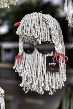 Optician window display made from mops made me chuckle, very creative use of a… Jewelry Display Stands, Accessories Display, Jewellery Display, Clothing Accessories, Window Display Retail, Window Display Design, Stall Display, Visual Merchandising Displays, Visual Display