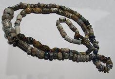 Fig: Collares modelado sobre vara y decoración aplicada. Cuentas de collar de tipo esférico, cilíndrico, anular y fusiforme. Siglo VI – II aC.