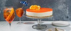 Aperol spritz -juustokakku on hittidrinkki kakun muodossa! Appelsiininen pohja, pehmeä kuohuviinimousse ja Aperol-kiille muodostavat täydellisen kombon. Nam! Noin 1,25€/annos.* Cheesecakes, Deli, Panna Cotta, Pudding, Sweets, Ethnic Recipes, Desserts, Food, Sun
