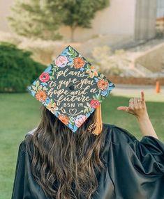 """Here's how I designed my """"I just kept swimming"""" Dory graduation cap decoration! Disney Graduation Cap, Custom Graduation Caps, College Graduation Pictures, Graduation Cap Toppers, Graduation Cap Designs, Graduation Cap Decoration, Nursing Graduation, Grad Pics, Graduation Diy"""