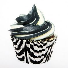 Zebra Cupcakes- love the black and white frosting :D Zebra Cupcakes, Custom Cupcakes, Love Cupcakes, Yummy Cupcakes, Cupcake Cookies, Pretty Cakes, Cute Cakes, Zebra Print Party, Beautiful Cupcakes