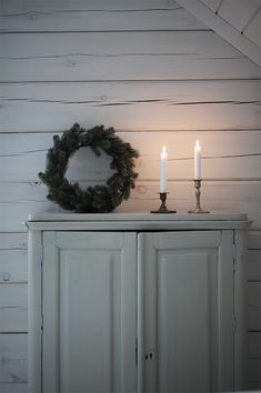 Candles and wreath Natural Christmas, Noel Christmas, Scandinavian Christmas, Winter Christmas, Vintage Christmas, Winter Time, Winter Holidays, Swedish Cottage, Sweet Home