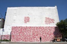 Este mural realizado en New York City como se pueden construir figuras mediante palabras. Todo un amalgama de tags termina por abarrotar esta pared de letras.
