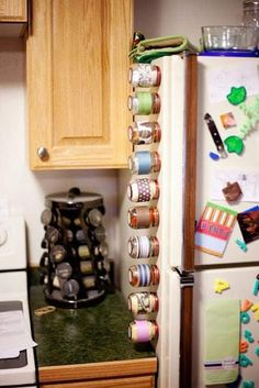Baby food jars with magnets used as spice/herb containers against th… DIY genius! Baby food jars with magnets used as spice/herb containers against the fridge! Diy Spice Rack, Spice Storage, Jar Storage, Storage Cabinets, Storage Ideas, Spice Holder, Craft Storage, Kitchen Cabinets, Baby Jars