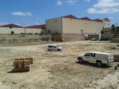 Excavación en Bodega para ampliación, realizada entre Abril y Junio, mes de certificación para la constructora: €€€ Vehicles, Car, June, Wine Cellars, Automobile, Autos, Cars, Vehicle, Tools