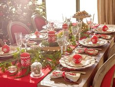 Sve sto vole mladi: New Year's decoration of the table / Inspiration Its Christmas Eve, Country Christmas, White Christmas, Christmas Table Settings, Christmas Tablescapes, Christmas Tree Decorations, Deco Table Noel, Dinner Party Table, Christmas Aesthetic