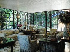 Incredible lead and stained glass windows. Beautiful Interiors, Beautiful Homes, Beautiful Places, Valentino, Under The Tuscan Sun, Glass Room, Glass Art, Interior Decorating, Interior Design